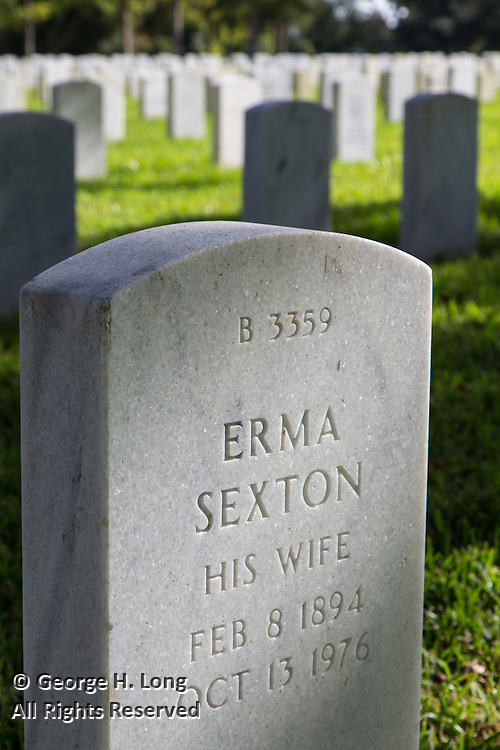 gravestone of Erma Sexton on back side of headstone of her husband, Sidney George Small in Alexandria National Cemetery, Pineville, Louisiana
