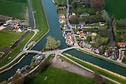 Nederland, Noord-Holland, Gemeente Koggenland, 28-04-2010; Oudendijk. Driesprong van Beetskoogkade of Beemster uitwatering (naar rechts) en de Beemster ringvaart. De dijk in het kwadrant rechtsboven maakt deel uit van de Westfriese Omringdijk..luchtfoto (toeslag), aerial photo (additional fee required).foto/photo Siebe Swart