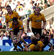 20040904 London Wasps v Saracens. Zurich Premiership..Wasps lock Ben Skivington, collects the loose, after matt Dawson run end with a tackle from Saracen Mark bartholomeusz..Photo  Peter Spurrier.email images@intersport-images Mob +447973819551.