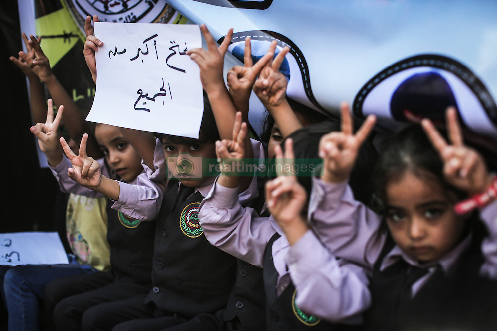 October 3, 2016 - Gaza, Palestine - Palestinians hold posters of their relatives in Israeli jails in front of the Headquarters of the International Red Cross in Gaza City, Gaza, on October 3, 2016. (Credit Image: © Momen Faiz/NurPhoto via ZUMA Press)