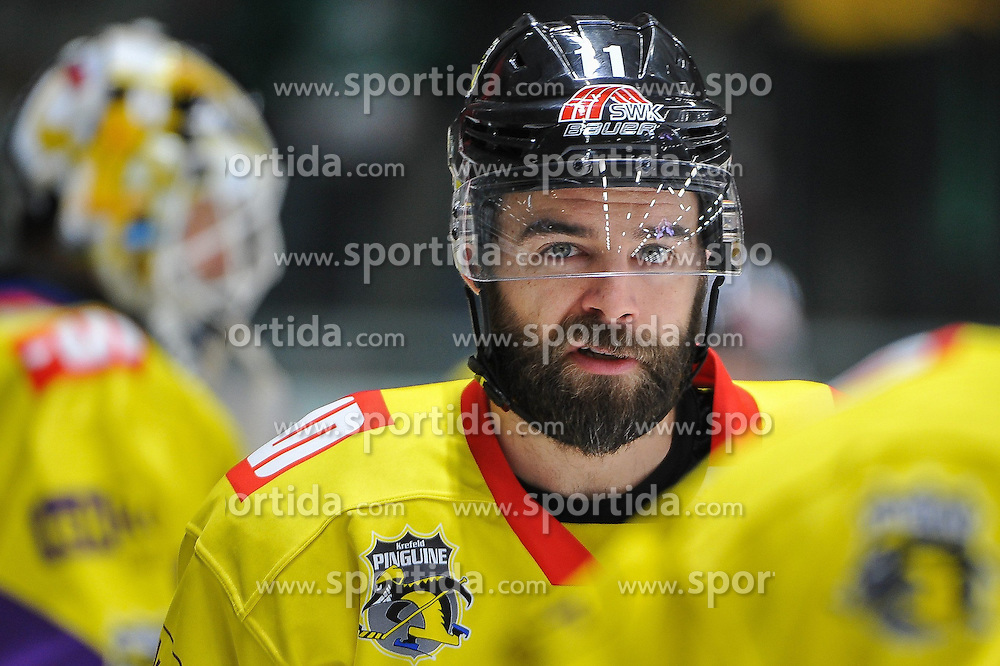27.02.2015, Curt-Fenzel-Stadion, Augsburg, GER, DEL, Augsburger Panther vs Krefeld Pinguine, 51. Runde, im Bild schon mit Play-Off-Bart, der Ex-Augsburger Tyler Beechey (Krefeld Pinguine) 11 // during Germans DEL Icehockey League 51st round match between Augsburger Panther and Krefeld Pinguineg at the Curt-Fenzel-Stadion in Augsburg, Germany on 2015/02/27. EXPA Pictures &copy; 2015, PhotoCredit: EXPA/ Eibner-Pressefoto/ Schreyer<br /> <br /> *****ATTENTION - OUT of GER*****