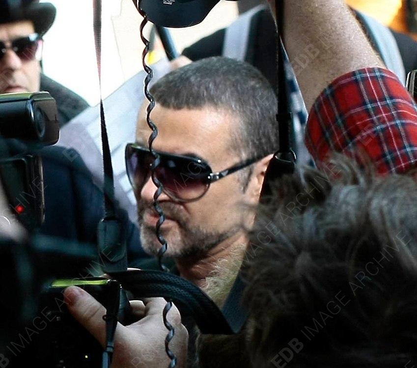 24.AUGUST.2010. LONDON<br /> <br /> GEORGE MICHAEL ARRIVING AT HIGHBURY CORNER MAGISTRATES COURT AFTER CRASHING HIS RANGE ROVER INTO SNAPPY SNAPS IN HAMPTEAD EARLIER IN THE YEAR.<br /> <br /> BYLINE: EDBIMAGEARCHIVE.COM<br /> <br /> *THIS IMAGE IS STRICTLY FOR UK NEWSPAPERS AND MAGAZINES ONLY*<br /> *FOR WORLD WIDE SALES AND WEB USE PLEASE CONTACT EDBIMAGEARCHIVE - 0208 954 5968*