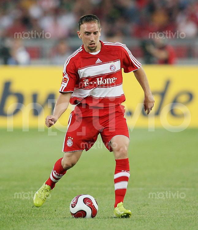 Fussball Ligapokal 2007  Bundesliga  25.07.2007 FC Bayern Muenchen Franck Ribery (FC B) am Ball