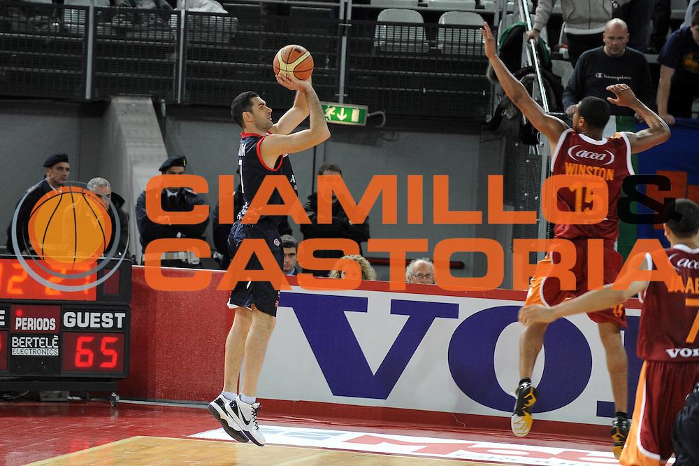 DESCRIZIONE : Roma Lega A 2009-10 Basket Lottomatica Virtus Roma Angelico Biella<br /> GIOCATORE : Matteo Soragna<br /> SQUADRA : Angelico Biella<br /> EVENTO : Campionato Lega A 2009-2010<br /> GARA : Lottomatica Virtus Roma Angelico Biella<br /> DATA : 08/11/2009<br /> CATEGORIA : three points<br /> SPORT : Pallacanestro<br /> AUTORE : Agenzia Ciamillo-Castoria/G.Ciamillo<br /> Galleria : Lega Basket A 2009-2010 <br /> Fotonotizia : Roma Campionato Italiano Lega A 2009-2010 Lottomatica Virtus Roma Angelico Biella<br /> Predefinita :
