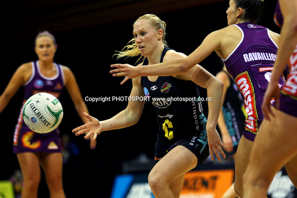 Magic's Laura Langman in action. ANZ Netball Championship, Minor Semifinal, Waikato/Bay of Plenty Magic v Queensland Firebirds, Claudelands Arena, Hamilton, New Zealand. Sunday 30th June 2013. Photo: Anthony Au-Yeung / photosport.co.nz