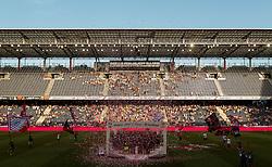 28.05.2017, Red Bull Arena, Salzburg, AUT, 1. FBL, FC Red Bull Salzburg vs Cashpoint SCR Altach, 36. Runde, im Bild Alexander Walke (FC Red Bull Salzburg) und Trainer Oscar Garcia (FC Red Bull Salzburg) mit der Mannschaft und mit dem Meisterteller // during Austrian Football Bundesliga 36th round Match between FC Red Bull Salzburg and Cashpoint SCR Altach at the Red Bull Arena, Salzburg, Austria on 2017/05/28. EXPA Pictures © 2017, PhotoCredit: EXPA/ JFK