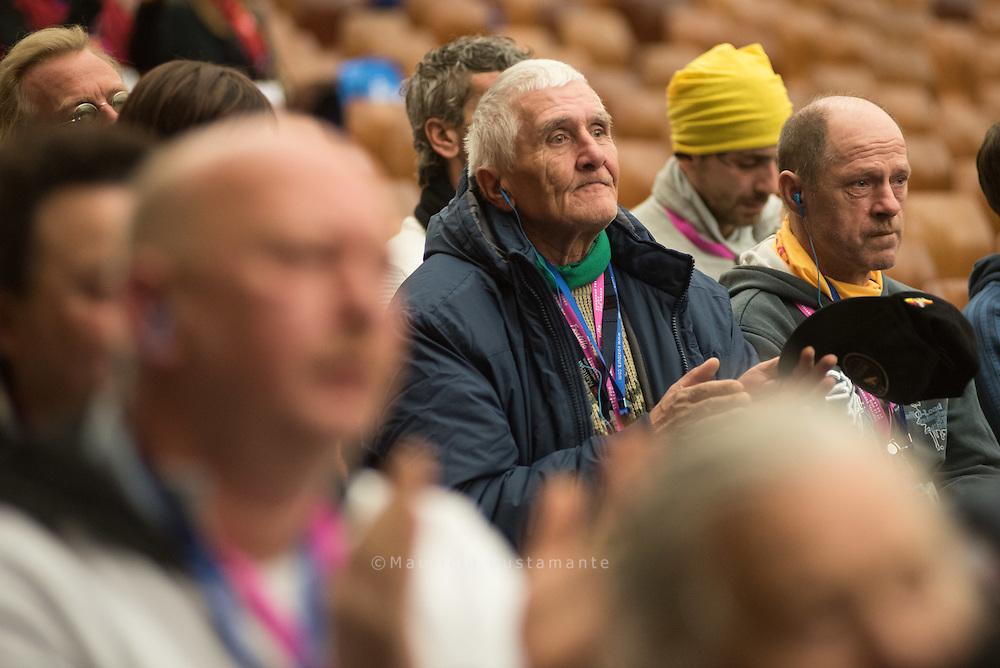 67 Arme, Wohnungslose und ehemalige Obdachlose aus Hamburg<br /> haben den Vatikan besucht. Papst Franziskus hatte sie eingeladen &ndash;<br /> zusammen mit 4000 anderen Armen aus ganz Europa. Es war eine<br /> Reise für die Seele, die keiner so schnell vergessen wird.