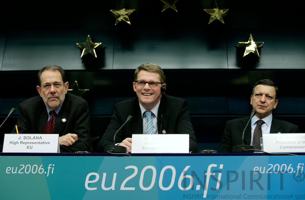 BRUSSELS - BELGIUM - 14 DECEMBER 2006 -- From left Javier SOLANA, Secretary General/High Representative, Finnish Prime Minister Matti Vanhanen and Jose Manuel BARROSO, President of the European Commission at the presskonference at the end of the first workingday. EUP44     PHOTO: ERIK LUNTANG