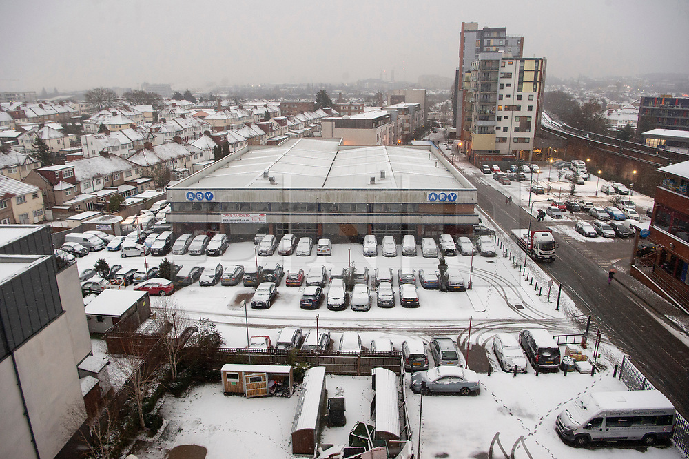 © Licensed to London News Pictures. 01/02/2019. London, UK. Snow continues to fall in Alperton, North West London after heavy snow fall overnight. Photo credit: Ray Tang/LNP