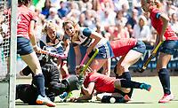 HUIZEN - keeper Saskia van Duivenboden (Nijm.) onder druk bij de eerste play off wedstrijd voor promotie naar de hoofdklasse , Huizen-Nijmegen (3-2) COPYRIGHT KOEN SUYK
