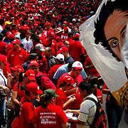 Marcha el 1ero de Mayo, Dia del Trabajador, Bandera con la imagen del Libertador Simon Bolivar, Caracas - Venezuela.Photography by Aaron Sosa.Venezuela 2009.(Copyright © Aaron Sosa)