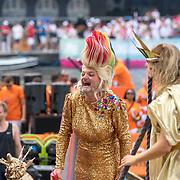 NLD/Amsterdam/20180604 - Gaypride 2018, lachend boegbeeld van de
