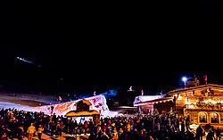 27.12.2017, Kralleralm, Leogang, AUT, Huettenspringen bei der KrallerAlm, im Bild die Skilehrer der Skischule Altenberger wagen im Winter spektakuläre Sprünge auf das Dach der Kraller Alm // The ski instructors of the ski school Altenberger are jumping in Winter with ski on the roof of the Kraller Alm. EXPA Pictures © 2017, PhotoCredit: EXPA/ JFK