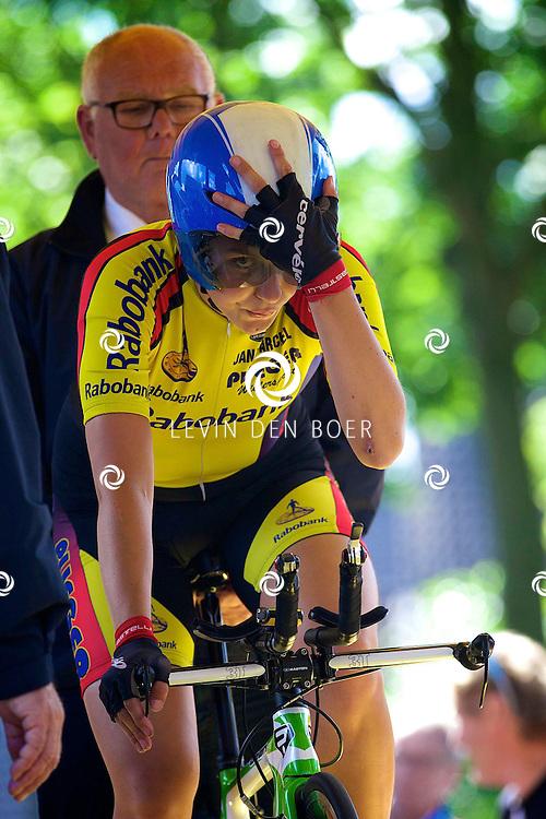 ZALTBOMMEL - Het NK tijdrijden is van start gegaan in Zaltbommel. Diversen amateurs, nieuwe en ook professionele wielrenners gaan hier van start vandaag. Met op de foto Nina Kessler. FOTO LEVIN DEN BOER - KWALITEITFOTO.NL