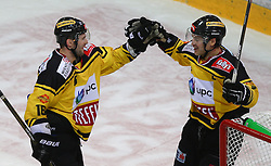 26.12.2016, Albert Schultz Halle, Wien, AUT, EBEL, UPC Vienna Capitals vs HDD Olimija Ljubljana, 35. Runde, im Bild Torjubel Macgregor Sharp (UPC Vienna Capitals) und Jonathan Ferland (UPC Vienna Capitals) // during the Erste Bank Icehockey League 35th Round match between UPC Vienna Capitals and HDD Olimija Ljubljana at the Albert Schultz Ice Arena, Vienna, Austria on 2016/12/26. EXPA Pictures © 2016, PhotoCredit: EXPA/ Thomas Haumer