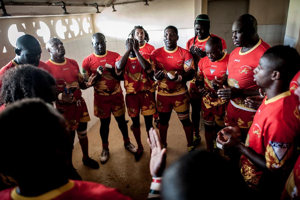 11/06/2013. Stade Iba Mar Diop, Dakar, Senegal. Les joueurs du Senegal prient dans les vestiaires avant de jouer la demi-finale de la Coupe d'Afrique des Nations B contre la Namibie. ©Sylvain Cherkaoui