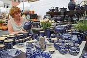 Stand der Töpferei Reichmann in Bürgel, Weimarer Töpfermarkt, Markt, Weimar, Thüringen, Deutschland   pottery market, Market Square, Weimar, Thuringia, Germany