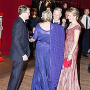 NLD/Amsterdam/20161129 - Staatsbezoek dag 2, contraprestatie Belgische koningspaar, Koning Filip en Koningin Mathilde begroeten prinses Laurentien en prins Constantijn
