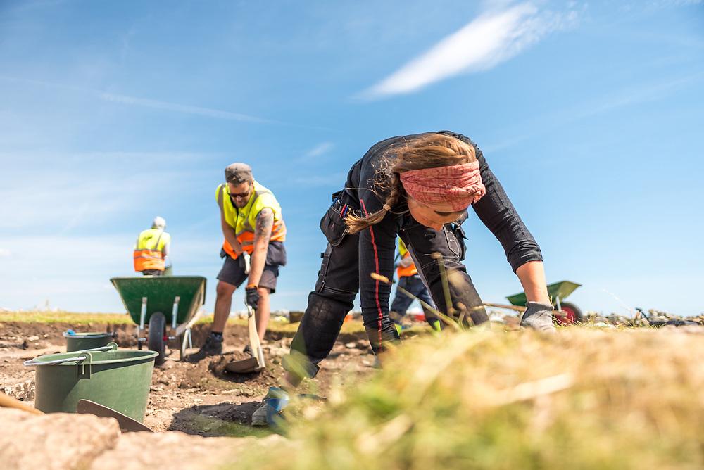 Fredrik Gunnarsson and Clara Alfsdotter excavating Sandby Borg