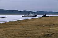 Mongolia. Hovsgul frozen lake area  Hovsgul aimak     /  au bord du lac Hovsgul.gelé.   province de  Hovsgul, bateau bloque par les glaces sur la riviere