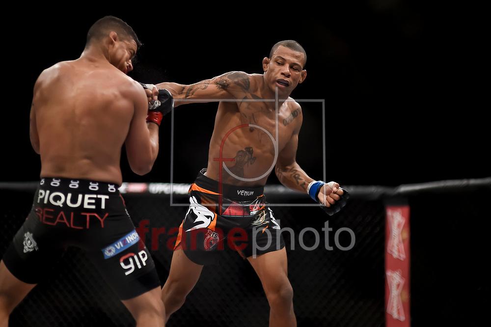Gilbert Durinho (e) e Alex Cowboy (d) durante luta válida pelo UFC FIGHT NIGHT:  MAIA X LAFLARE, realizado no ginásio do Maracanazinho, zona norte da cidade do Rio de Janeiro, RJ. Foto: Ide Gomes / Frame