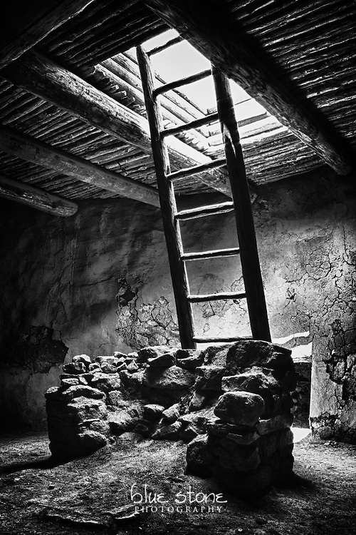 A kiva, or ceremonial chamber, in black and white evokes a respectful and meditative silence.<br />
