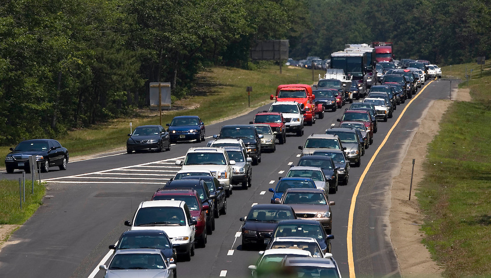(PSUNDAY) TUCKERTON 6/25/2005 A police investigation on the parkway in New Gretna caused a massive traffic jam on the south bound side of the parkway.  This photo was taken at the exit 58 overpass on rt 539.  Michael J. Treola Staff Photographer