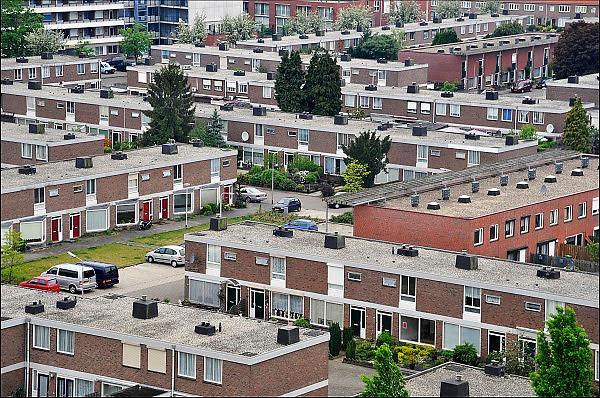 Nederland, Nijmegen, 29-4-2014Panorama vanuit de lucht van de jaren zestig wijk Hatert. Deze multiculturele wijk was een achterstandswijk, maar wordt door de gemeente en met steun van het rijk leefbaarder gemaakt.Foto: Flip Franssen/Hollandse Hoogte