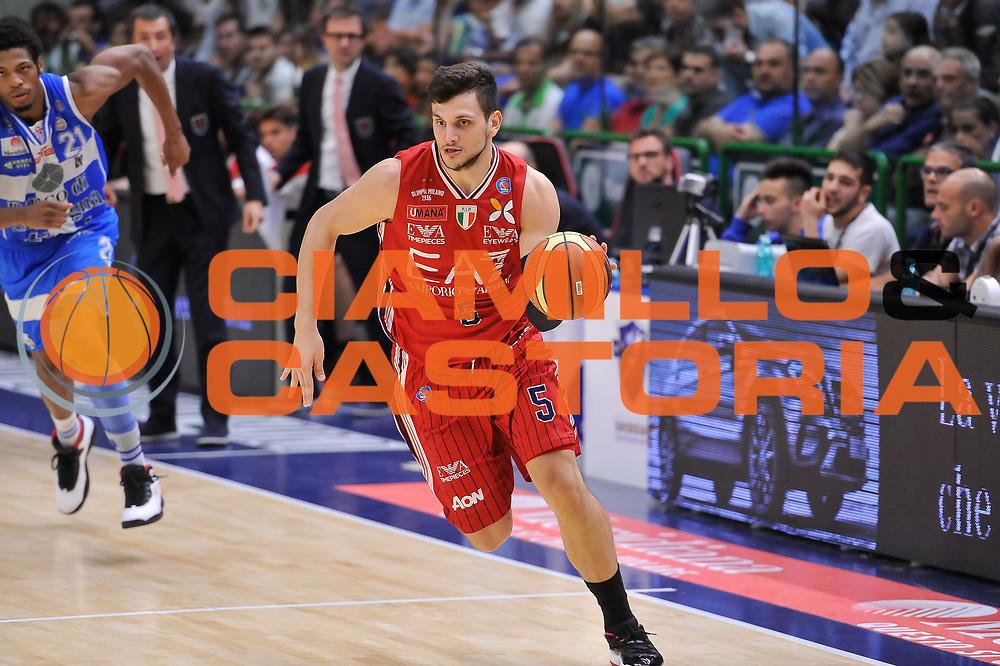 DESCRIZIONE : Campionato 2014/15 Serie A Beko Semifinale Playoff Gara4 Dinamo Banco di Sardegna Sassari - Olimpia EA7 Emporio Armani Milano<br /> GIOCATORE : Alessandro Gentile<br /> CATEGORIA : Palleggio Contropiede<br /> SQUADRA : Olimpia EA7 Emporio Armani Milano<br /> EVENTO : LegaBasket Serie A Beko 2014/2015 Playoff<br /> GARA : Dinamo Banco di Sardegna Sassari - Olimpia EA7 Emporio Armani Milano Gara4<br /> DATA : 04/06/2015<br /> SPORT : Pallacanestro <br /> AUTORE : Agenzia Ciamillo-Castoria/L.Canu<br /> Galleria : LegaBasket Serie A Beko 2014/2015