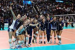 TEAM USA CELEBRATE<br /> USA - CHINA <br /> FINAL VOLLEYBALL WOMEN'S WORLD CHAMPIONSHIP 2014<br /> MILAN (ITA) 12-10-2014<br /> PHOTO BY FILIPPO RUBIN