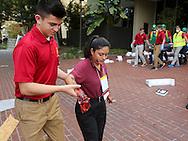 当地时间10月15日,搜救队把一名模拟手部受伤的&ldquo;伤者&rdquo;从地震现场救出。当天,在美国加利福尼亚州洛杉矶举行了第八届年度全球最大规模地震演习&ldquo;大摇晃&rdquo; (Great ShakeOut). 主办机构表示,加州有1,004万人签署参与,在全球其他地震区也有超过2000万人参与。(新华社发 赵汉荣摄)<br /> Members of Search And Rescue team rescue a mock victim during California's annual full-scale earthquake drill to prepare for a potential magnitude-6.7 earthquake in Los Angeles, California, Thursday, October. 15, 2015. About 10.4 million Californians and 21.5 million people worldwide who took part in safety drills and aftermath and recovery exercises in observance of the eighth annual Great ShakeOut.  (Xinhua/Zhao Hanrong)(Photo by Ringo Chiu/PHOTOFORMULA.com)
