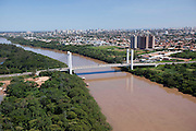 Cuiaba_MT, Brasil...Imagem aerea do Rio Cuiaba tendo com detalhe a Ponte Estaiada, Cuiaba, Mato Grosso...Aerial view of Cuiaba river and cable-stayed bridge, Cuiaba, Mato Grosso...Foto: LEO DRUMOND / NITRO