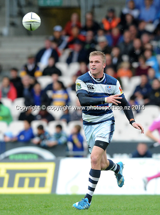 Auckland's Gareth Anscombe gets a pass away in the ITM Cup rugby match, Bay of Plenty vs Auckland, Rotorua International Stadium, Rotorua, September 13, 2014. Photo: Kerry Marshall / photosport.co.nz