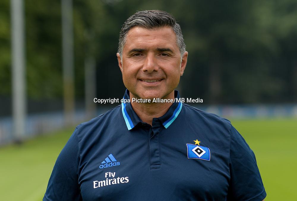 German Bundesliga - Season 2016/17 - Photocall Hamburger SV on 25 June 2016 in Hamburg, Germany: Assistant coach Eddy Soezer. Photo: Axel Heimken/dpa | usage worldwide