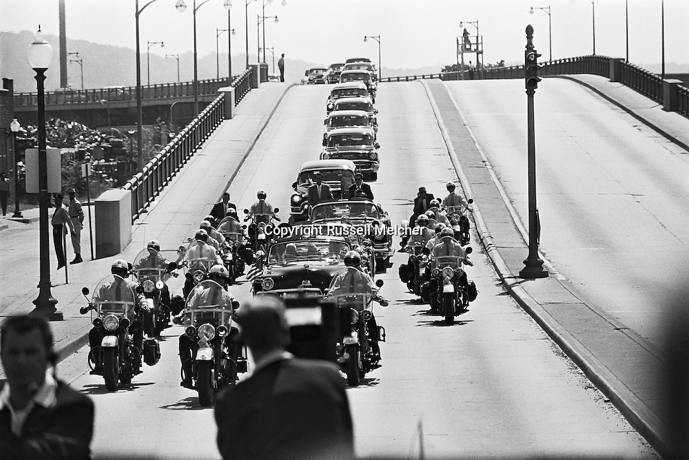 1959. Nikita Khrushchev's motorcade. <br /> <br /> 1959. Le cort&egrave;ge de Nikita Khrouchtchev .