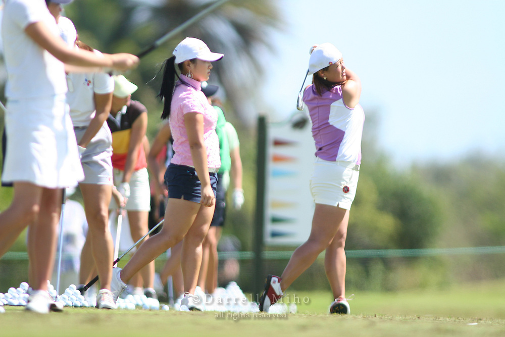 February 16, 2006 - Kahuku, HI - Chritina Kim (right) practices on the driving range with Jeong Jang (center) and other LPGA players before Round 1 of the LPGA SBS Open at Turtle Bay Resort...Photo: Darrell Miho