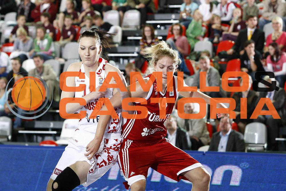 DESCRIZIONE : Valmiera Latvia Lettonia Eurobasket Women 2009 Russia Turchia Russia Turkey<br /> GIOCATORE : Ekaterina Lisina  Nevin Kristen Nevlin<br /> SQUADRA : Russia Turchia Turkey<br /> EVENTO : Eurobasket Women 2009 Campionati Europei Donne 2009 <br /> GARA : Russia Turchia Russia Turkey<br /> DATA : 07/06/2009 <br /> CATEGORIA : rimbalzo difesa<br /> SPORT : Pallacanestro <br /> AUTORE : Agenzia Ciamillo-Castoria/E.Castoria