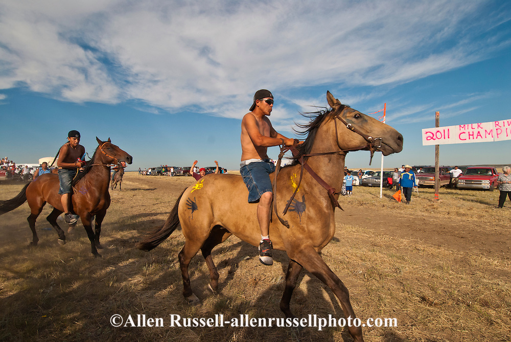 Fort Belknap Indian Reservation, Montana, Milk River Memorial Horse Races, start of Painted Horse Relay