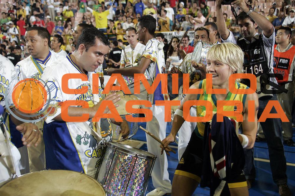 DESCRIZIONE : San Paolo Sao Paolo Brasile Brazil World Championship for Women 2006 Campionati Mondiali Donne Final Australia-Russia<br /> GIOCATORE : Philips<br /> SQUADRA : Australia Russia<br /> EVENTO : San Paolo Sao Paolo Brasile Brazil World Championship for Women 2006 Campionati Mondiali Donne Final Australia-Russia<br /> GARA : Australia Russia<br /> DATA : 23/09/2006 <br /> CATEGORIA : <br /> SPORT : Pallacanestro <br /> AUTORE : Agenzia Ciamillo-Castoria/H.Bellenger<br /> Galleria : world championship for women 2006<br /> Fotonotizia : San Paolo Sao Paolo Brasile Brazil World Championship for Women 2006 Campionati Mondiali Donne Final Australia-Russia<br /> Predefinita :