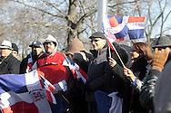 Grupo de Dominicanos reunidos frente al City Hall de Lawrence, MA. desafiaron las bajas temperaturas del Sábado para conmemoral el Bicentenario de Juan Pablo Duarte, padre de la patria dominicana. 1813-2013.El Alcaldel William Lantigua, encabezó el evento