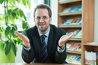 11 APR 2014, BERLIN/GERMANY:<br /> Klaus Mueller, Vorsitzender Verbraucherzentrale Bundesverband e.V., vzbv<br /> IMAGE: 20140411-01-014<br /> KEYWORDS: Klaus Müller