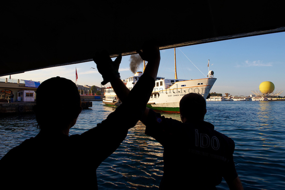 Turquie, Istanbul, circulation maritime sur le Bosphore // Turkey, Istanbul, boat traffic on the Bosphorus