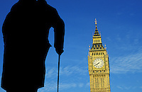 Grande Bretagne, Londres, statue de Churchill et Big Ben // UK, London, Churchill statue and Big Ben