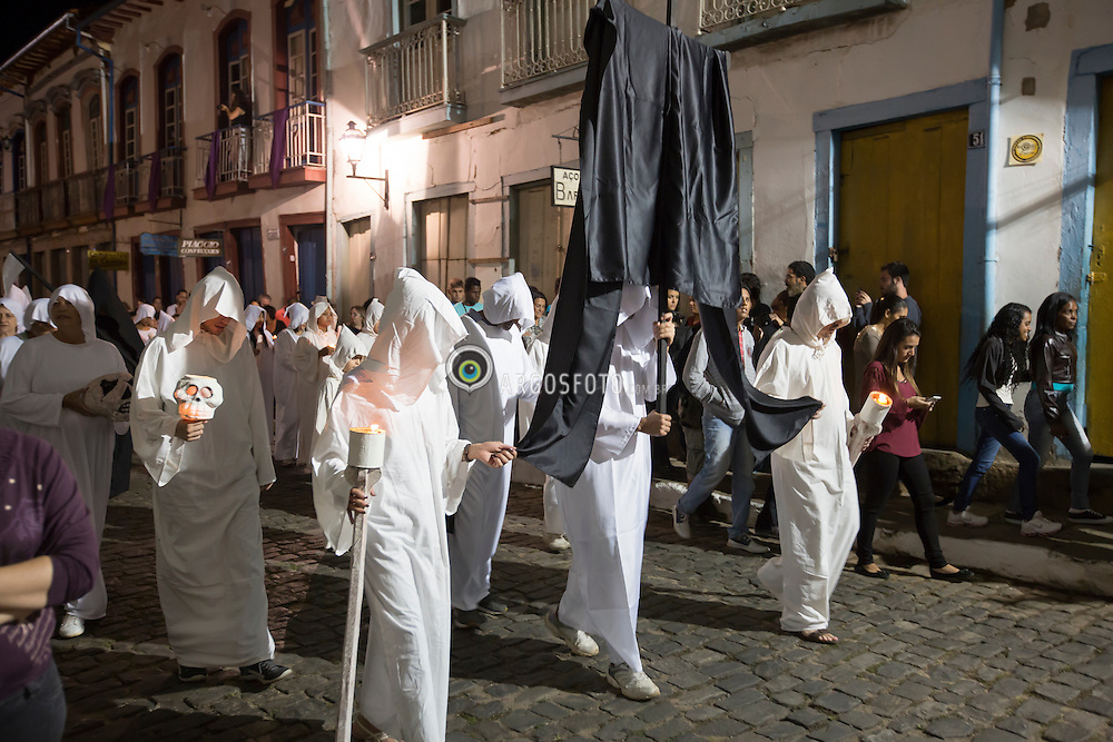 A Procissao da Almas e manifestacao cultural paga, acontece nas comemoracoes da Semana Santa na cidade de Mariana. / The Procession of Souls is pagan cultural manifestation, occurs in Holy Week celebrations in the city of Mariana. Foto: Rene Cabrales /Argosfoto - Mariana, MG -  2015