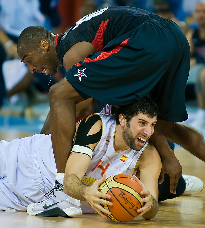 Kobe Bryant of the United States, top, scrambled for a loose ball with Spain's Ale Mumbru, bottom, in the fourth quarter of the USA victory in the gold medal game against Spain on August 24, 2008 at the 2008 Summer Olympic Games in Beijing, China. (photo by David Eulitt/The Kansas City Star/MCT).