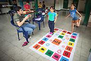 Niños del Barrio San Miguel de La Vega juegan con los jóvenes del programa Casa Universitaria Padre Alberto Hurtado (CUPAH) durante las actividades organizadas en la Casa de los Muchachos. Caracas, Nov. 08, 2013 (Foto/Ivan Gonzalez)