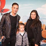 NLD/Amsterdam/20160214 - Premiere Robinson Crusoe, Yes-R met partner Cheyen van Slee en zoon Yessin