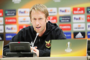 LVIV - UKRAINA, 2017-09-13: Graham Potter, head coach under tr&auml;ning/presskonfernes inf&ouml;r UEFA Europa League group J match mellan Zorya Lugansk och &Ouml;stersunds FK p&aring; Arena Lviv den 14 september, 2017 in Lviv, Ukraina. Foto: Nils Petter Nilsson/Ombrello<br /> ***BETALBILD***