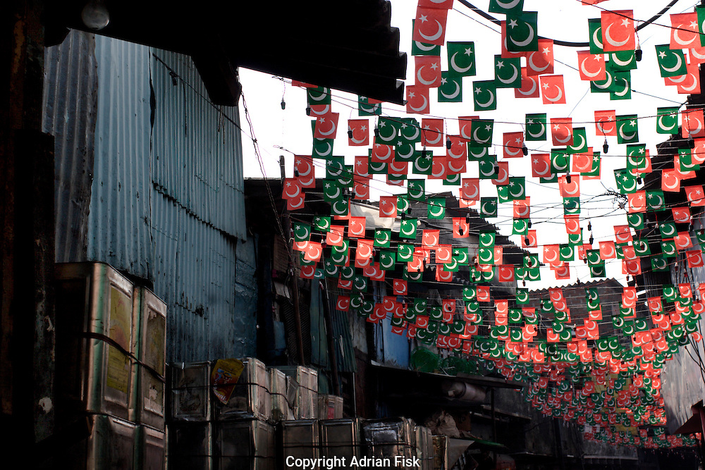 Islamic flags can be seen during the month of Ramadan on 21st Oct 2006. An estimated 70% of Dharavi's population is muslim.