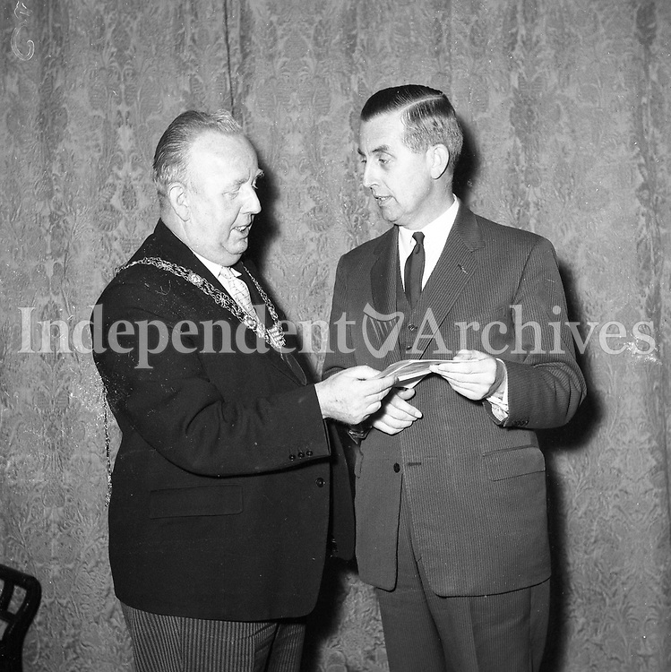 J F Dempsey General Manager of Aer Lingus receiving letters of greeting from the Lord Mayor of Dublin Mr J J O'Keeffe which he will deliver to the Lord Mayor of Sydney &amp; Melbourne. Mr Dempsey is going to Sydney for the opening of new Aer Lingus offices there	19 November 1962.<br /> (Part of the Independent Newspapers Ireland/NLI Collection)